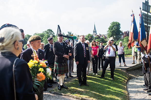 ceremony of remembrance at thrum-harcourt