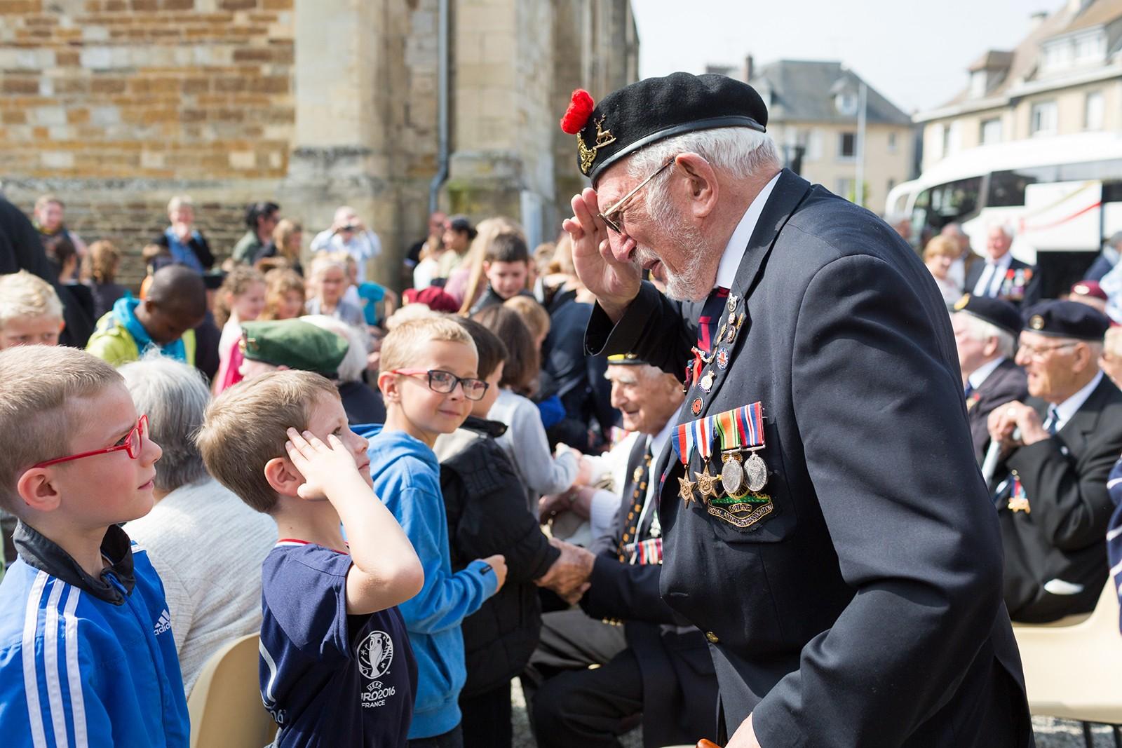 French school children meet D-Day Veterans