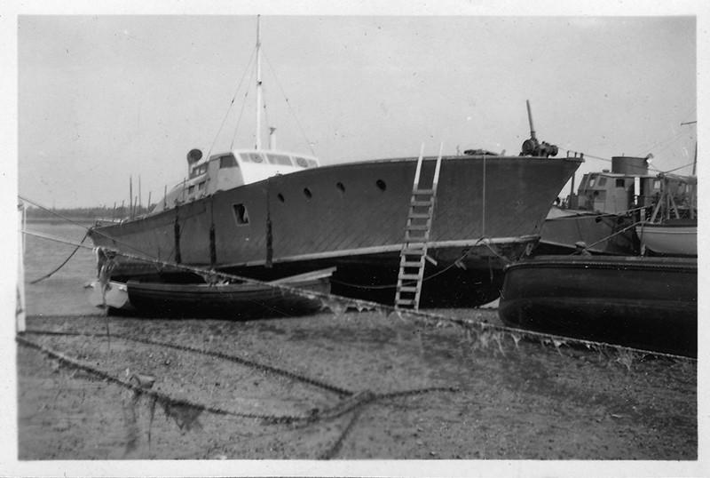 mass 27 houseboat