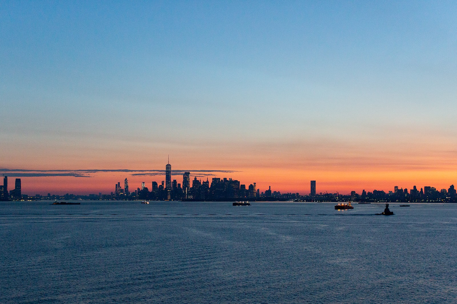 QM2 sunrise New York